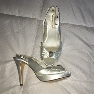 Dyeable Satin heeled sandals